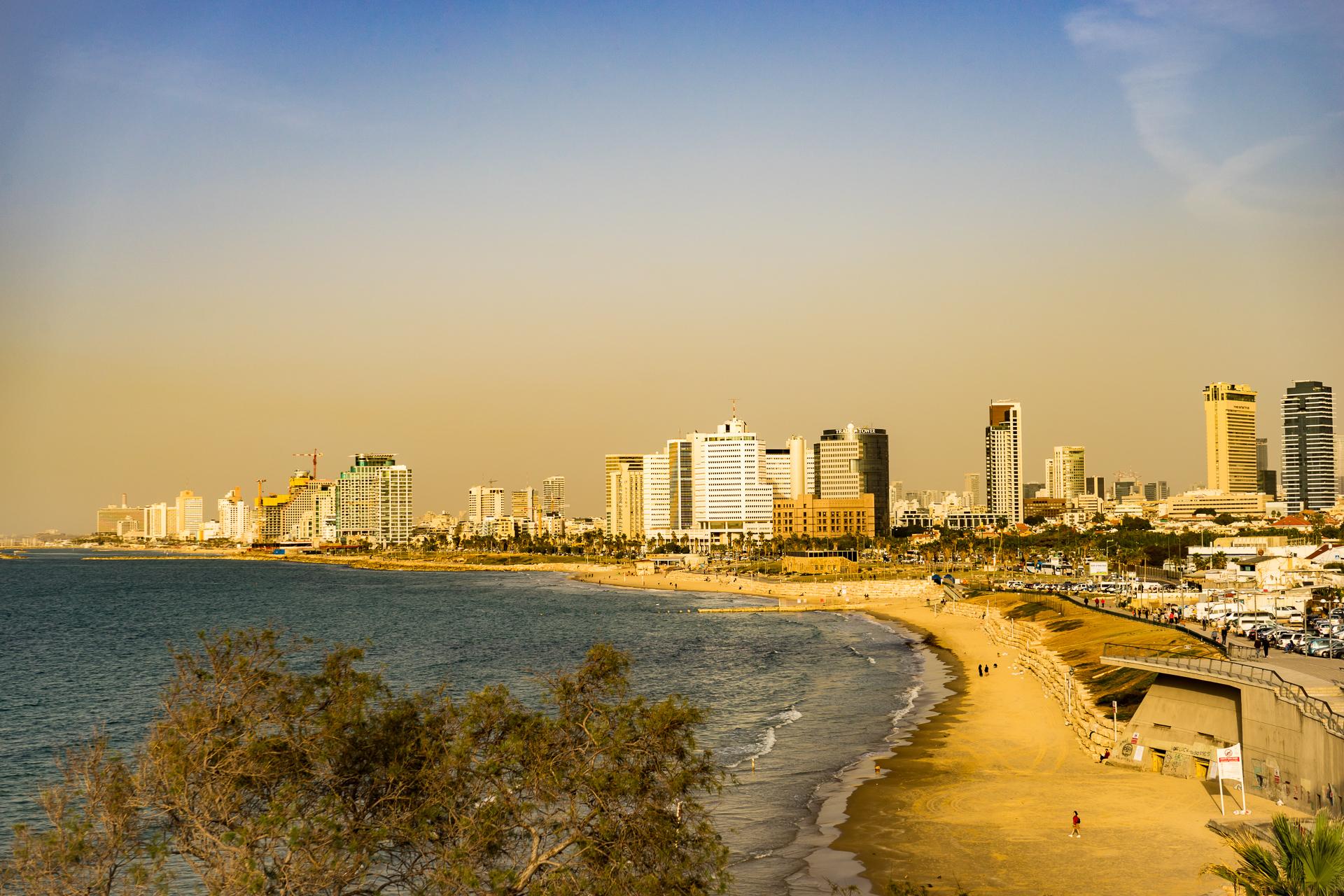 Lesbian Bars in Tel Aviv | Gabriela Here and There