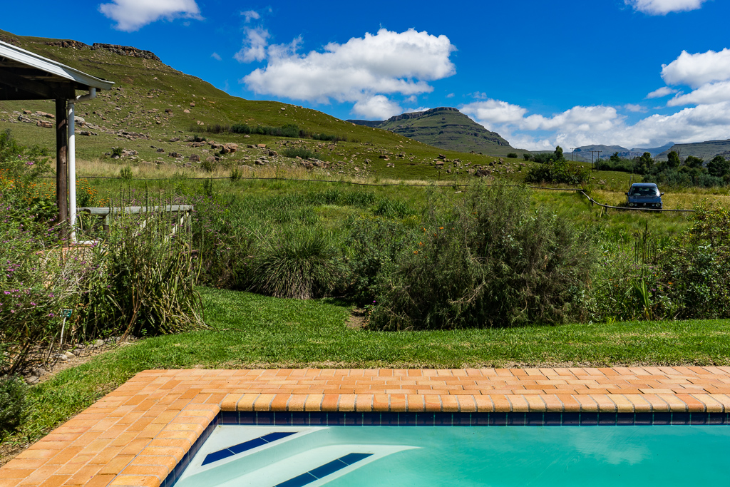 The Southern Drakensberg, Sani Lodge Backpackers