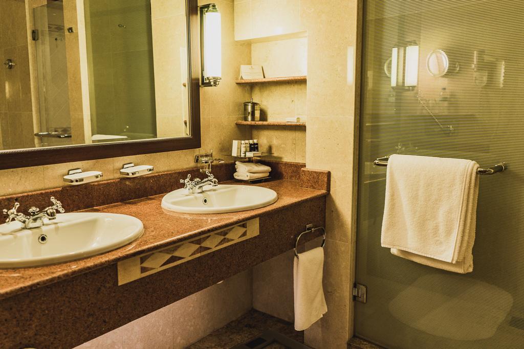 Bathroom, Kigali Serena Hotel