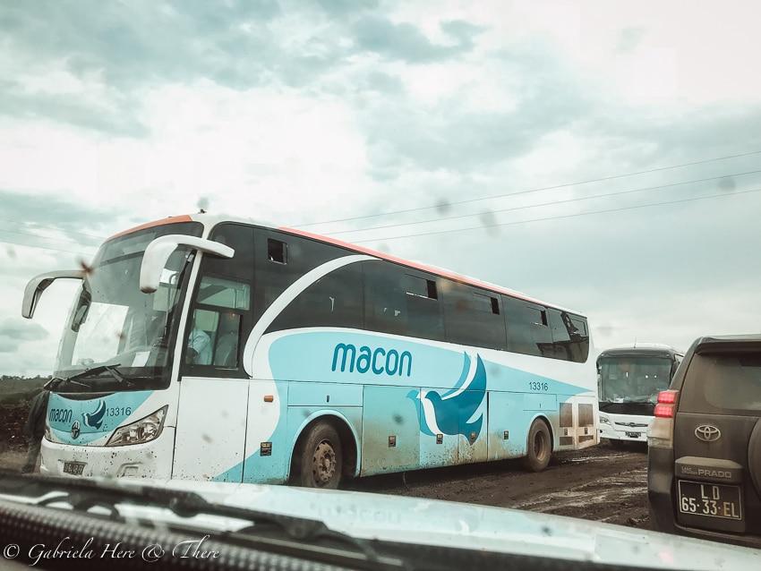Macon bus, Angola